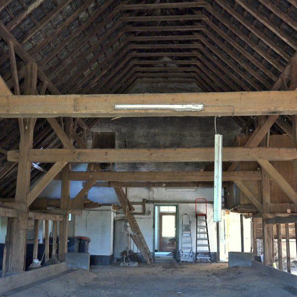 Het achterhuis schoon en klaar voor de restauratie