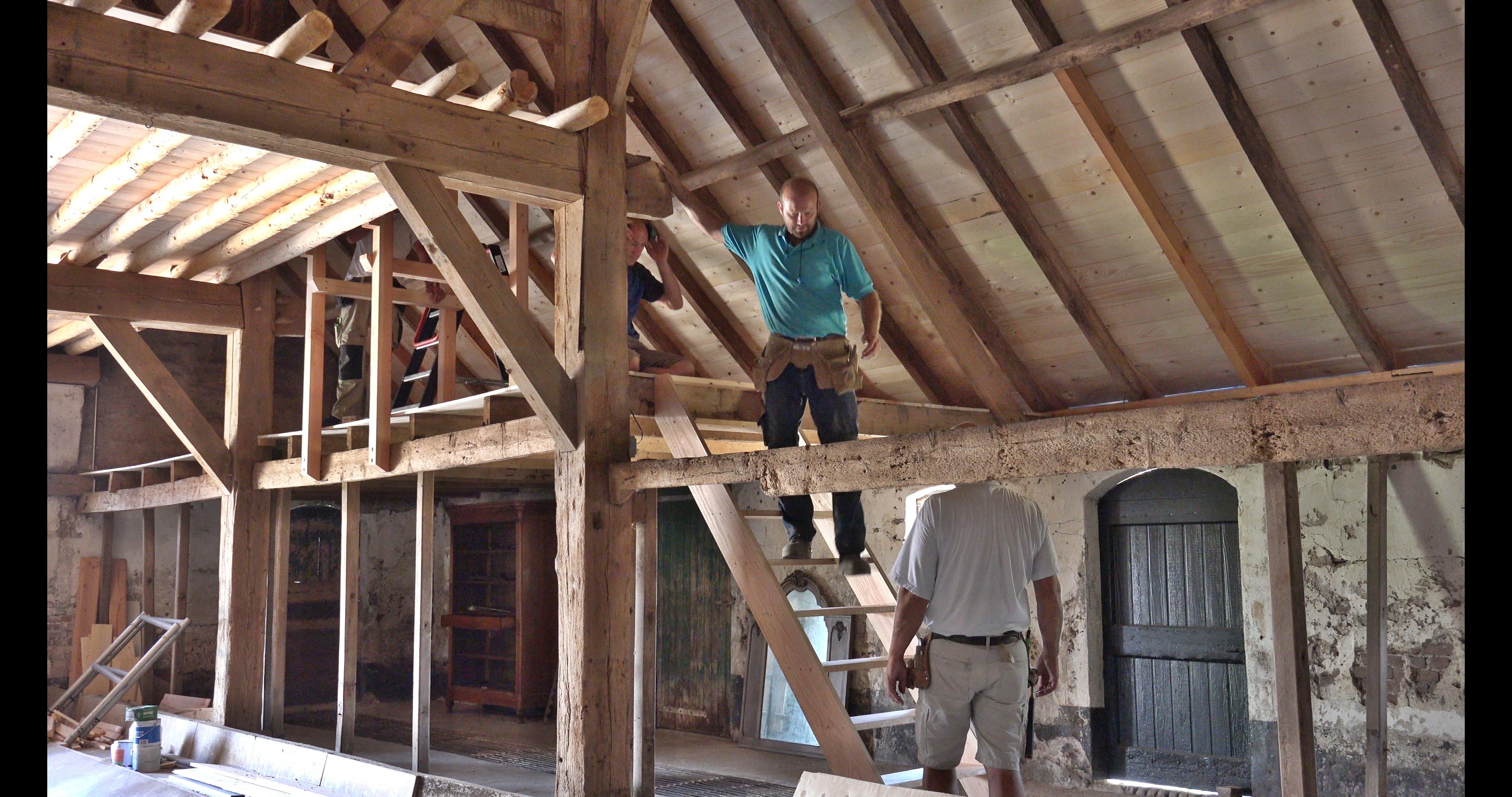 Fred test de trap naar de hilde.