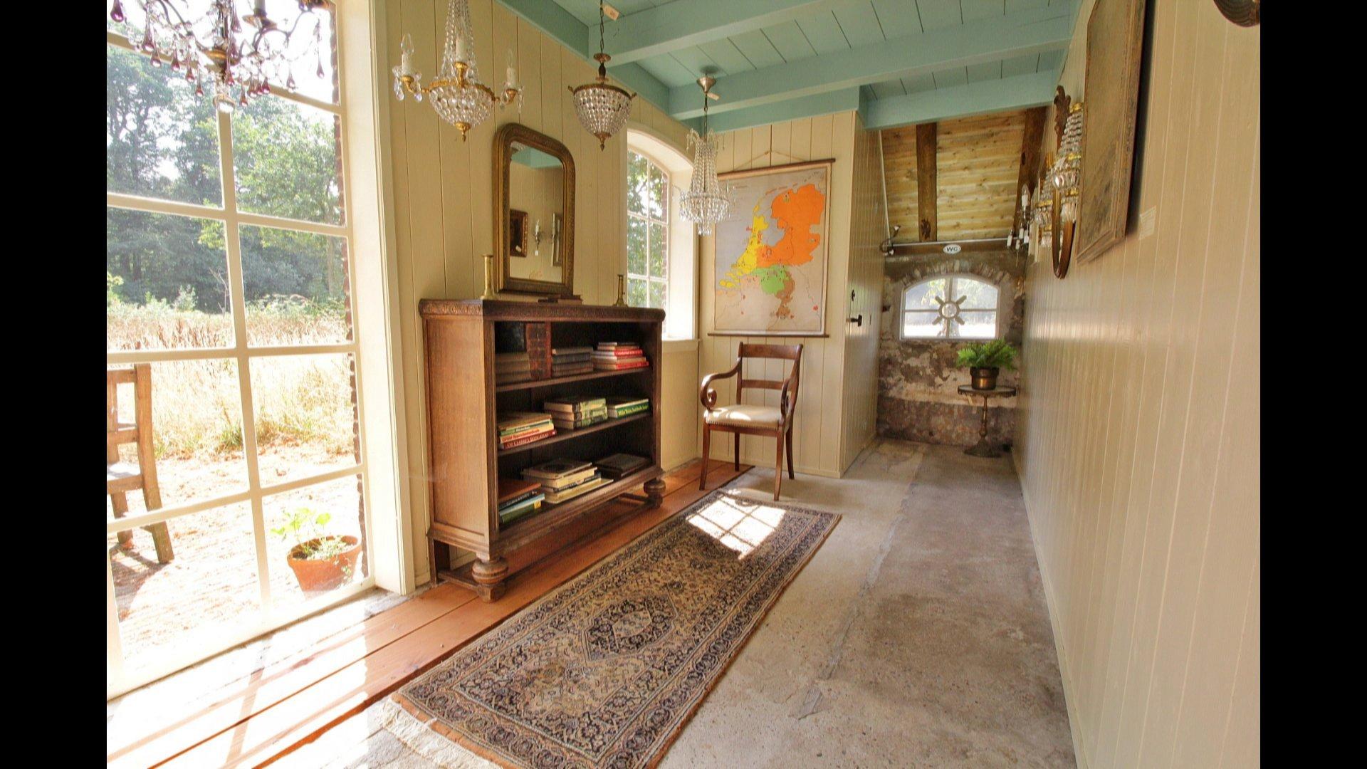 De voorkamer na restauratie.