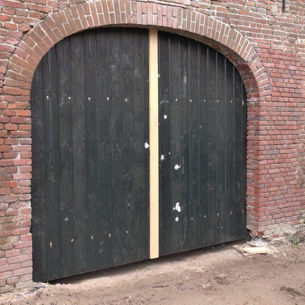 Nieuwe staldeuren voor de schuur.