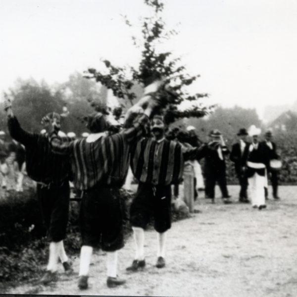 Bielemannen dansen bij Het Zand