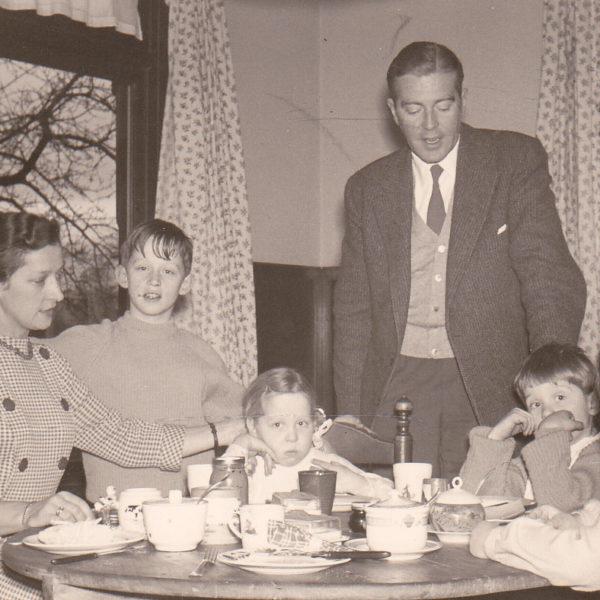 Het Zand Van Donselaar in eetkamer 1958